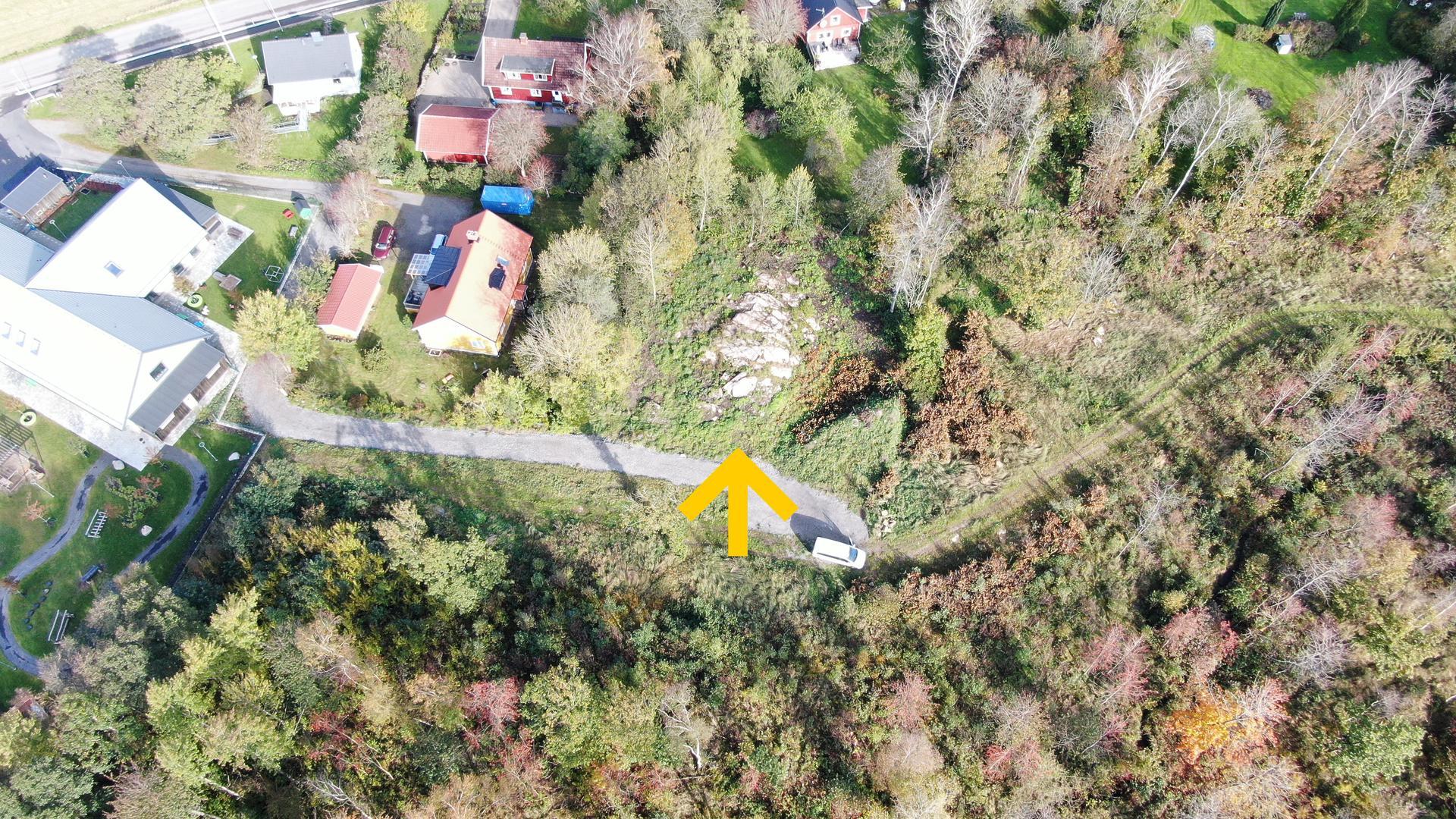 Det större huset till vänster i bild är nybyggda Dals ängars förskola