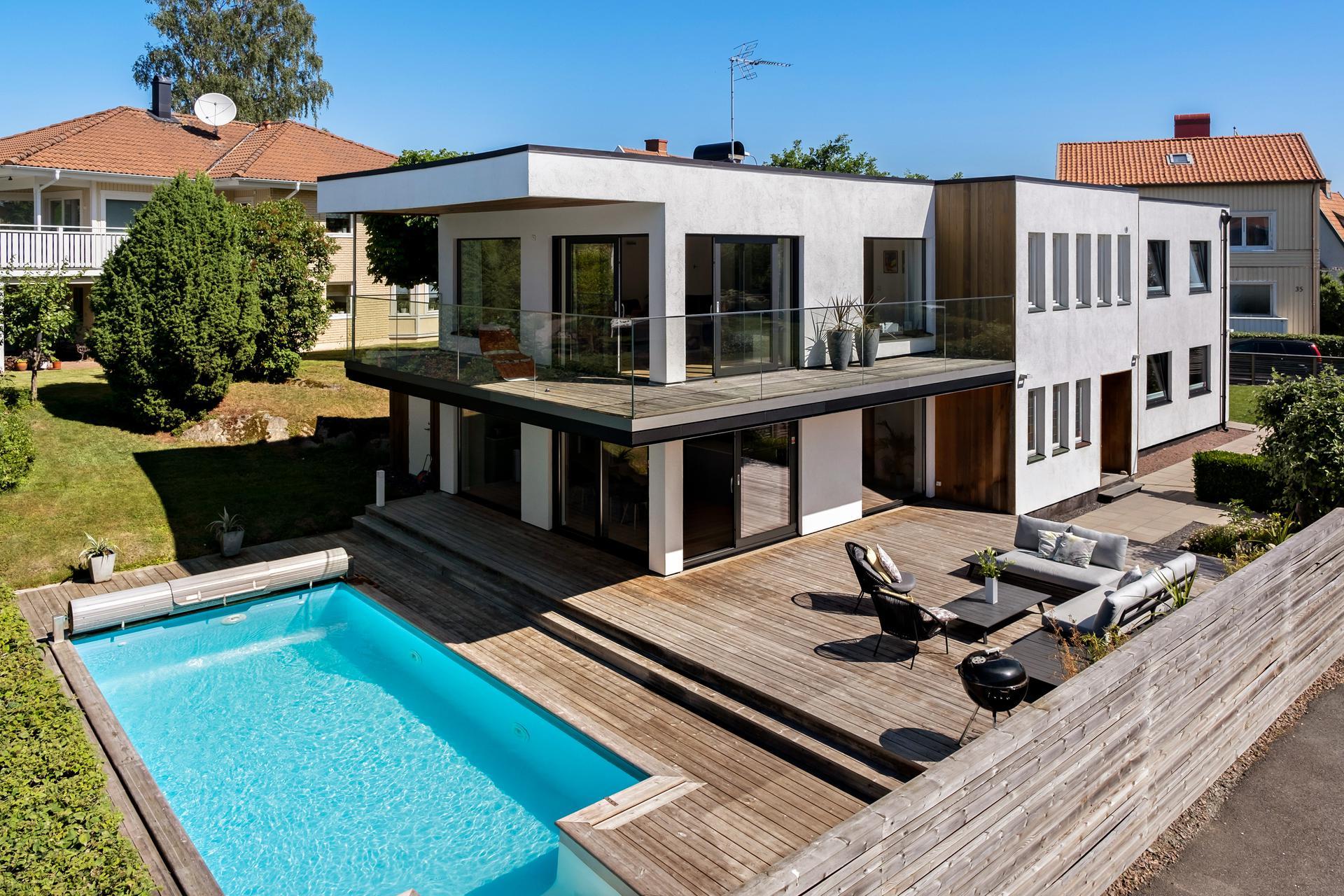 Fantastisk renoverad villa med pool och inomhus relax.